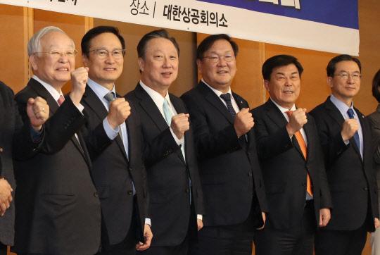 """민주당 """"규제혁신 체감""""… 경제계 """"걸림돌 개선해야"""""""
